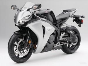 Plastikinių dalių remontas įvairiems motociklams ir motoroleriams